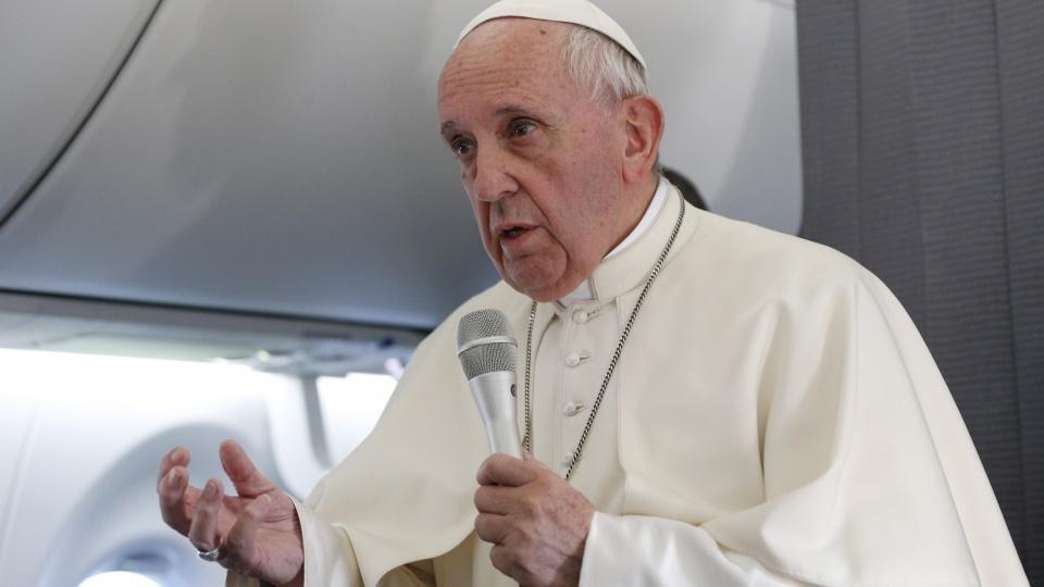 教宗從波羅的海三國回程時舉行機上記者會談及中梵協議
