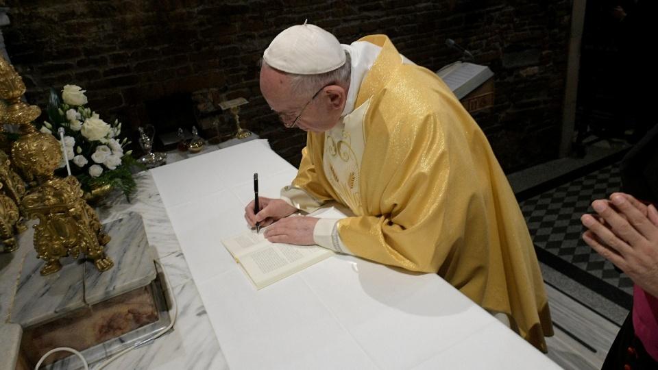 教宗在洛雷托聖母朝聖地舉行彌撒及簽署宗座勸諭