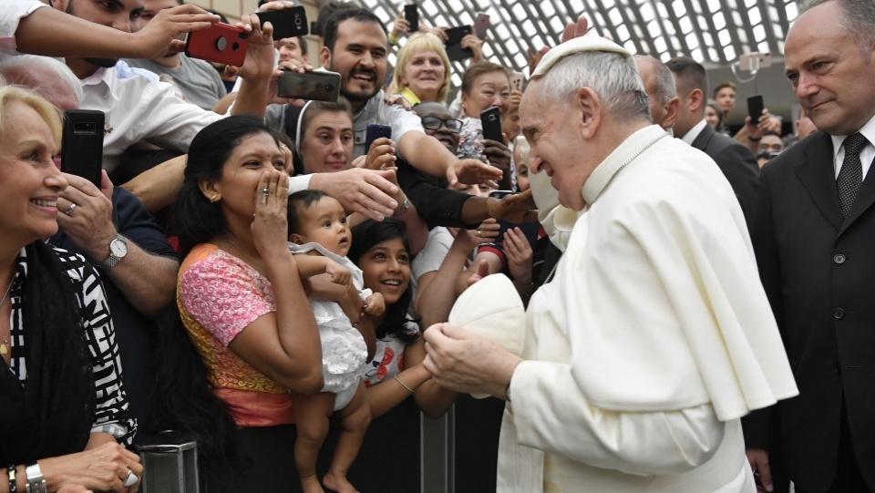 教宗公開接見:真正的皈依是慷慨解囊,不做虛偽的基督徒