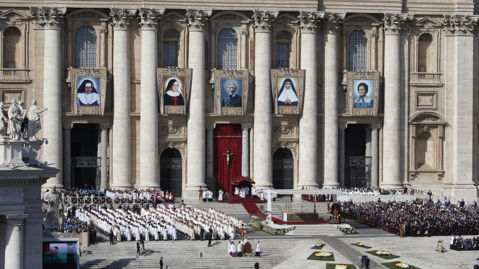 教宗主持封聖慶典:新聖人是世界黑暗中柔和的光