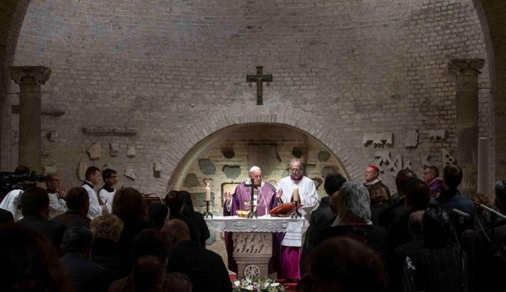 教宗主持追思已亡彌撒:基督徒最安全的所在是在天主受傷的手裡