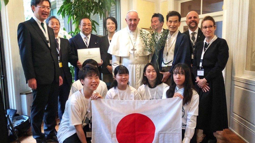 教宗在宗座大使館會見相遇學校日本青年