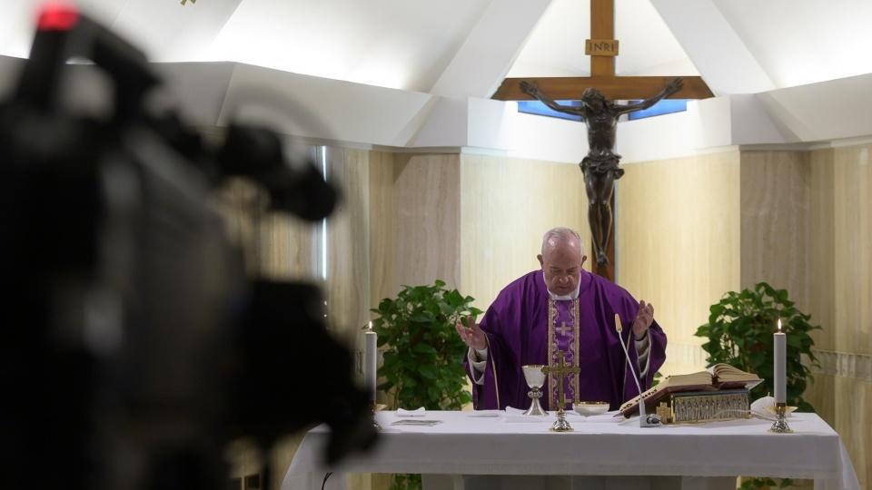 教宗:為媒體工作者祈禱,他們幫助人們度過隔離的孤單時刻