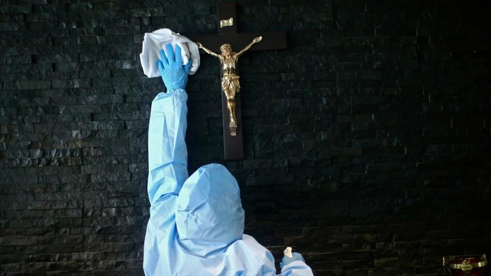教宗為新書作序:我們受到的感染應是愛而非病毒