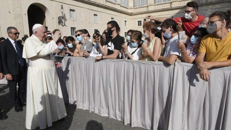 教宗公開接見:以無窮盡的愛應對新冠疫情大流行