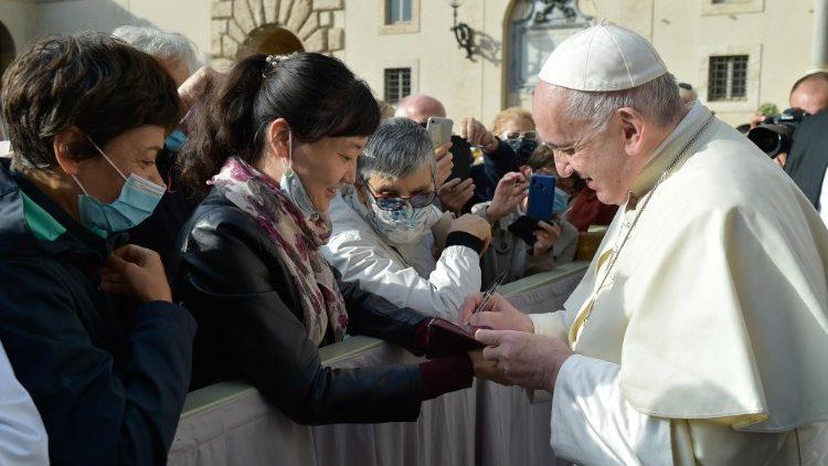 教宗公開接見:在信德的光照下讓愛像病毒一樣四處傳播
