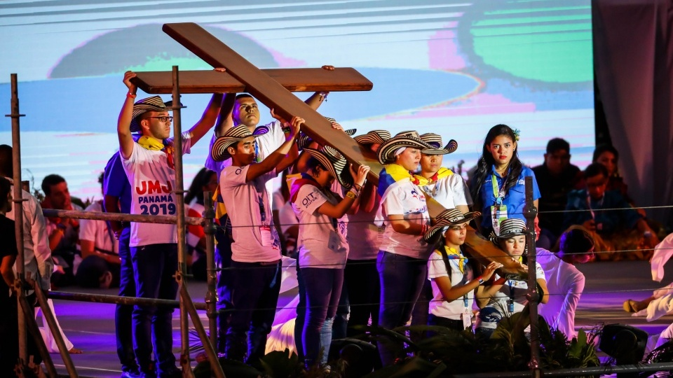 【鹽與光直播】世青節十字架於11月22日傳遞給葡萄牙青年
