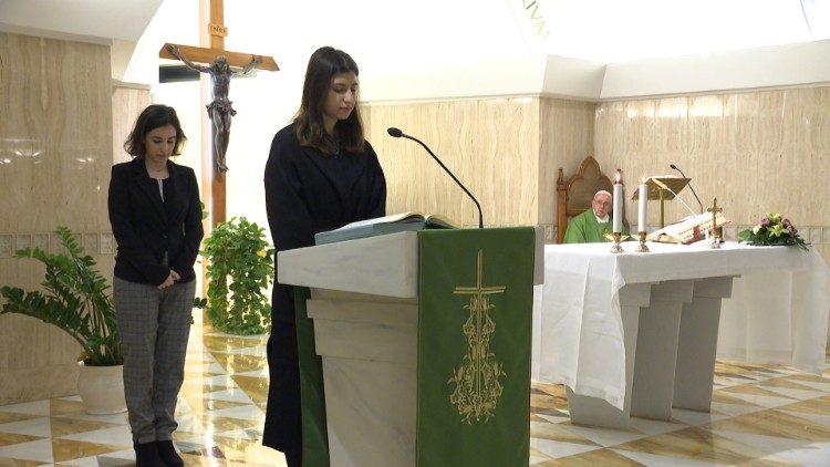 教宗方濟各頒布手諭正式允許女性擔任讀經員和輔祭職