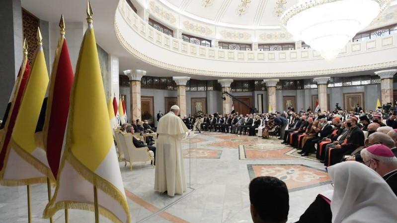 教宗方濟各向伊拉克民政當局、外交使團和公民團體發表首篇講話
