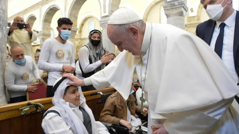 教宗在克拉克斯聖母主教座堂帶領信眾誦唸三鐘經