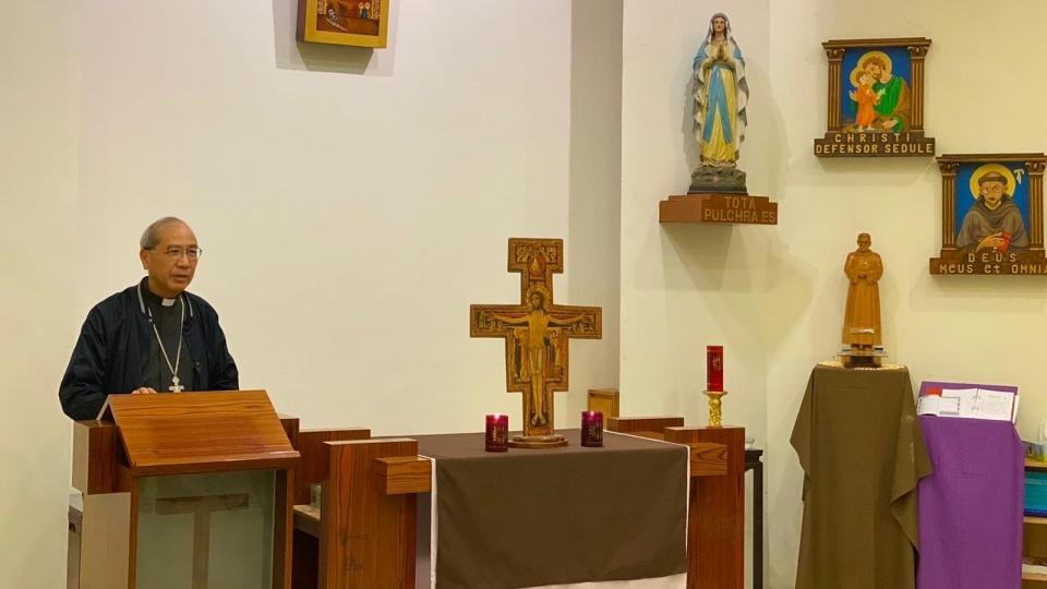 夏志誠主教主持「與香港社會同行」苦路:「不放棄就是成功,拒絕黑暗就是光明。」