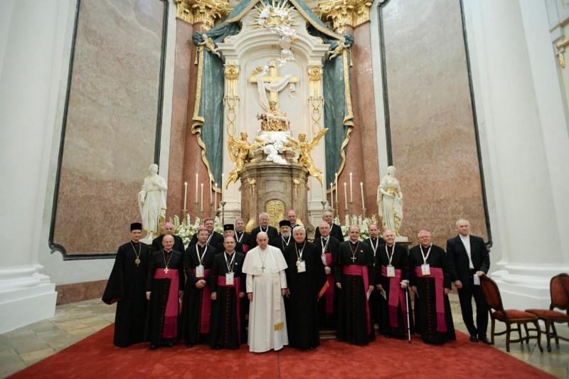 教宗與斯洛伐克主教共同誦念晨禱及七苦聖母經文