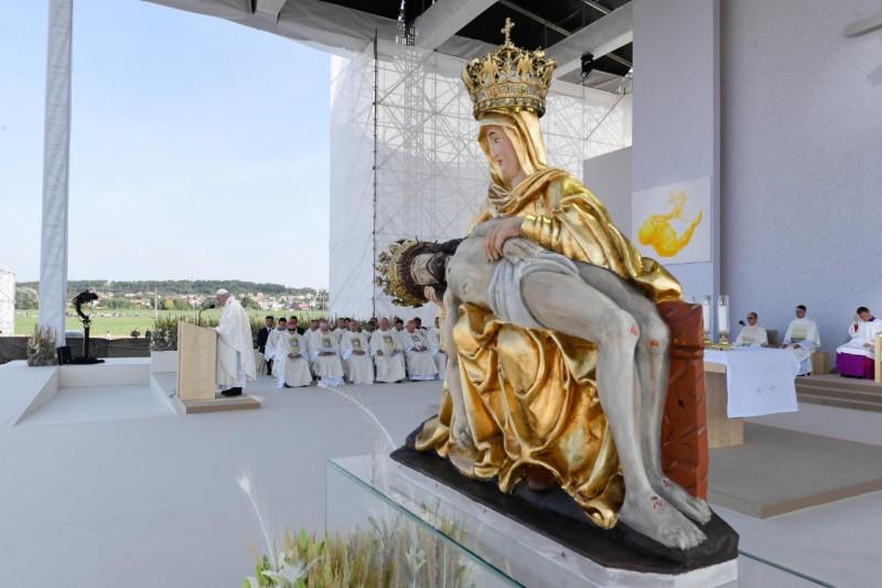 教宗方濟各在斯洛伐克七苦聖母朝聖地主持隆重彌撒