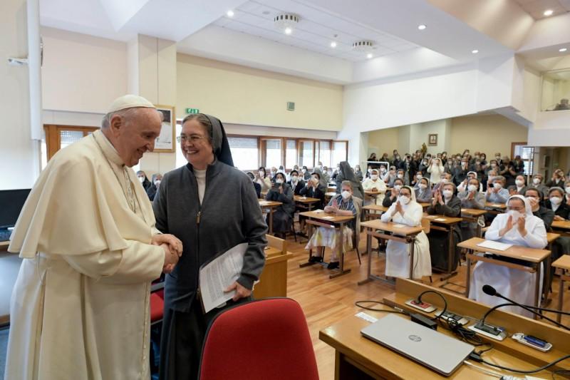 教宗探望母佑會修女:謹防世俗化,魔鬼就是這樣進入修院