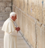 Pope at Western Wall in Jerusalem